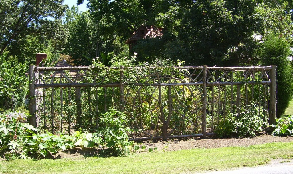 Rustic garden fence ideas photograph gardenfence for Rustic fence ideas
