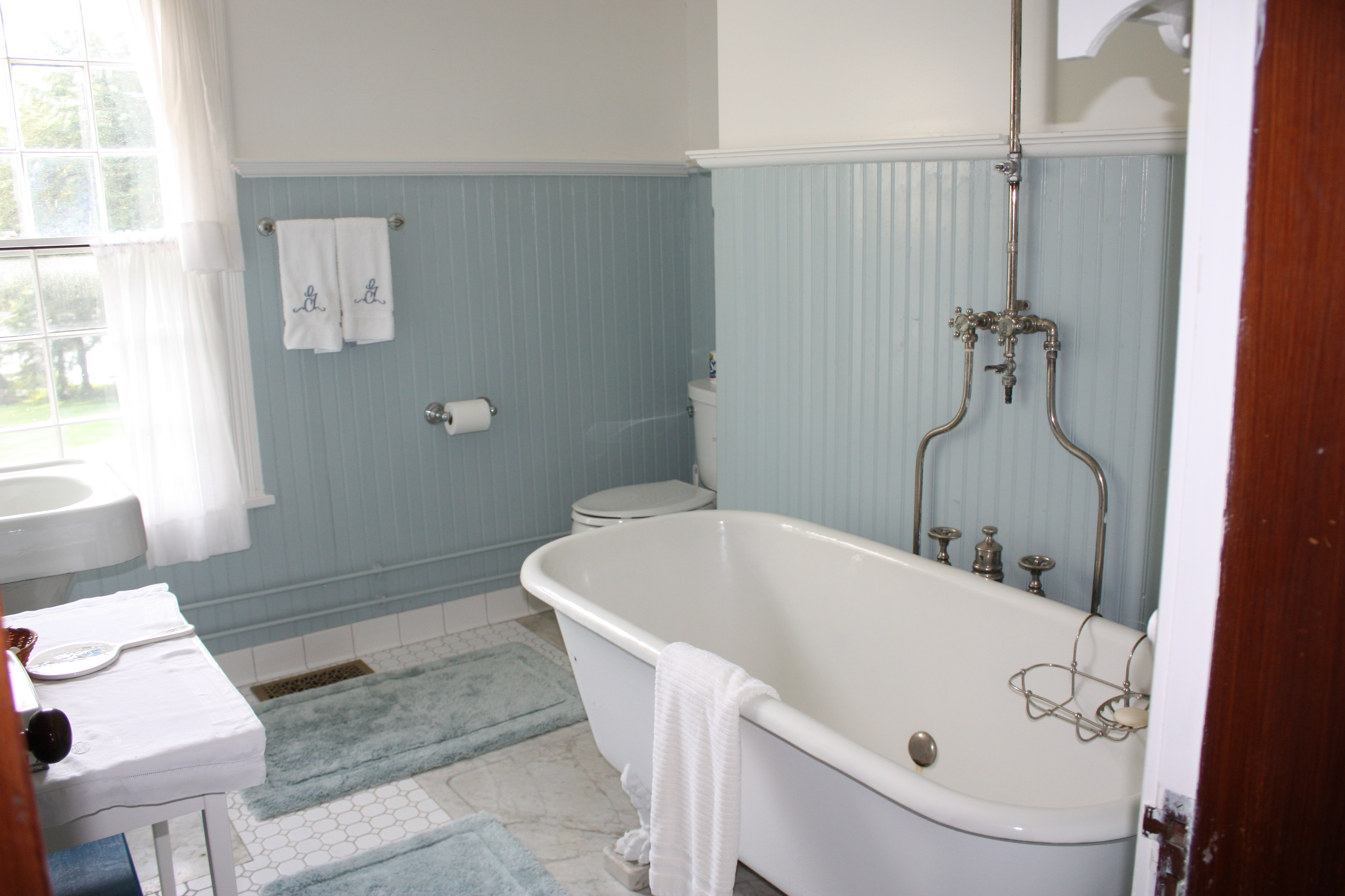 Vintage bathrooms let 39 s face the music for How to design a bathroom