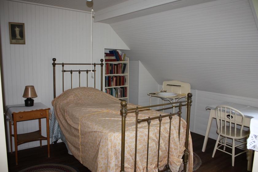 Guest bedrooms and servant quarters let 39 s face the music for Servant quarters designs