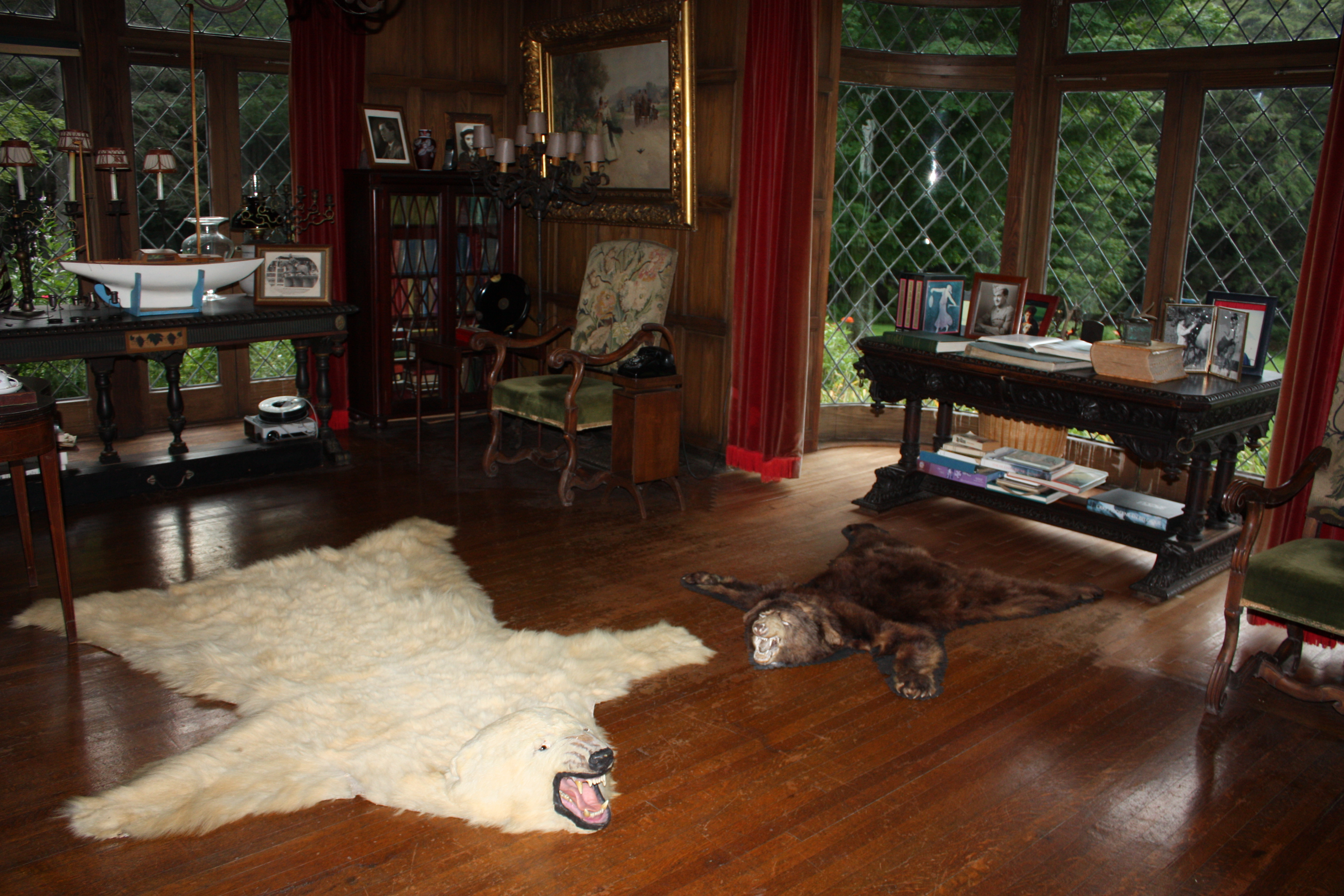 Bear skin rug fireplace images pictures becuo - Hunting room decorating ideas ...
