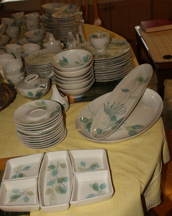 I'll be using vintage Merrileaf by Red Wing dishes for this get together.