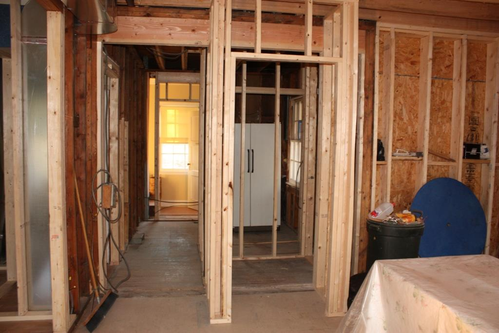 Framing the mudroom and pantry let 39 s face the music for Mudroom pantry