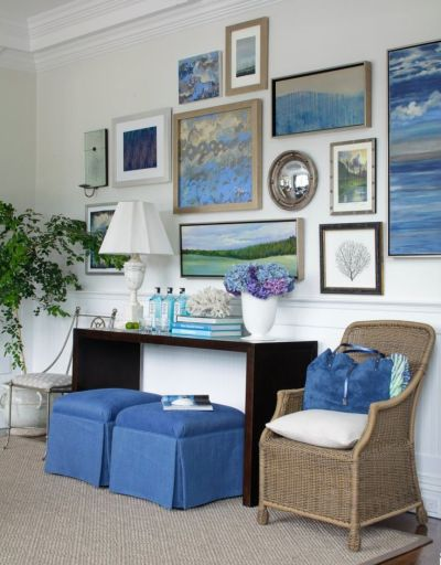 Love the round mirror, sea fan and color scheme.