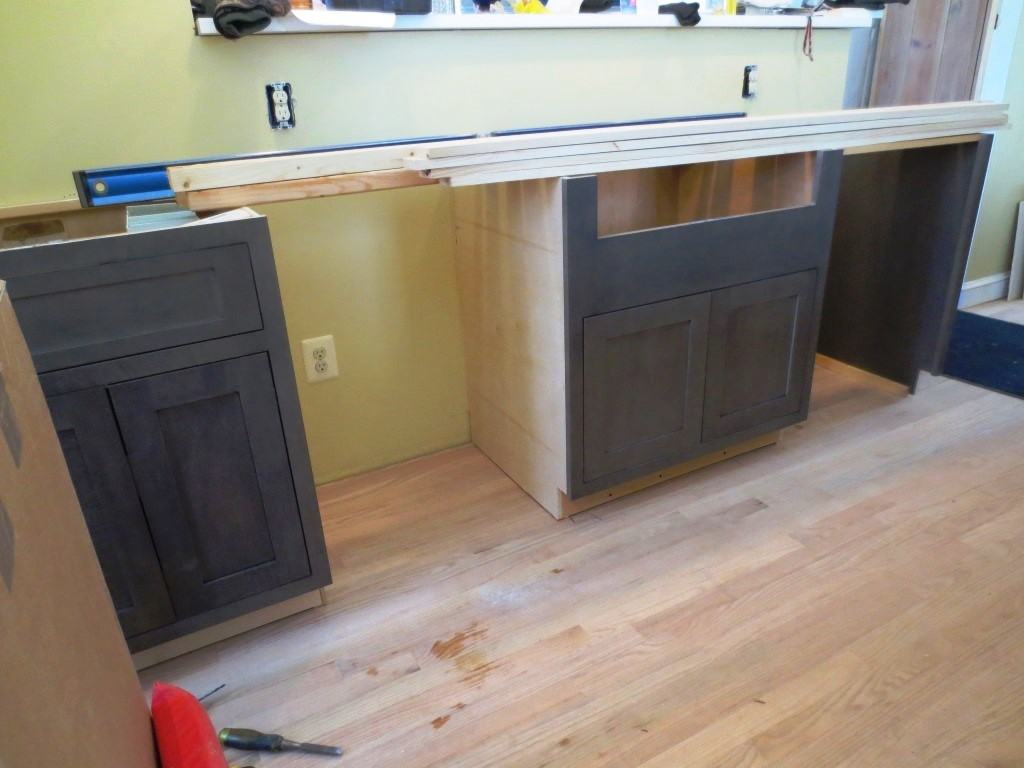 Installing the kitchen cabinets let 39 s face the music for Installing kitchen cabinets