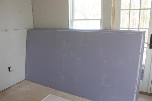 This purple drywall is for damp installations like bathrooms.