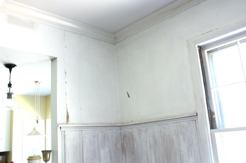 After removing the wallpaper the next step was to paint the crown molding.