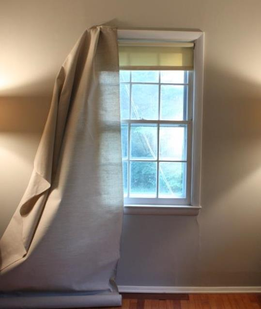 The white curtains need to be converted to the color of natural linen.
