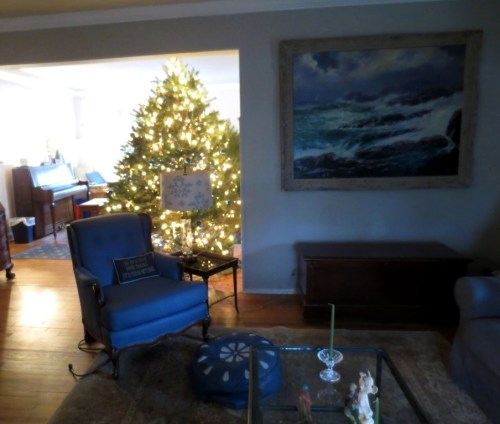 Even during the day the Christmas tree twinkles between the living room and dining room.