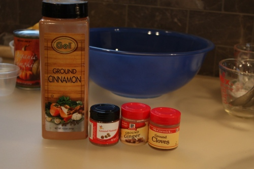 The ingredients in pumpkin pie spice: 1 t cinnamon, 1/2 t nutmeg, 1/2 t ginger, 1/2 t cloves.