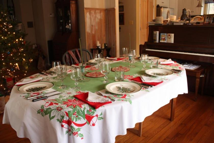 Even though red was not in my Christmas repertoire this year I made an exception for the dinner table.