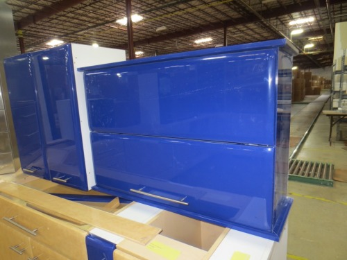 There was a nice set of these unusual high-gloss blue cabinets.