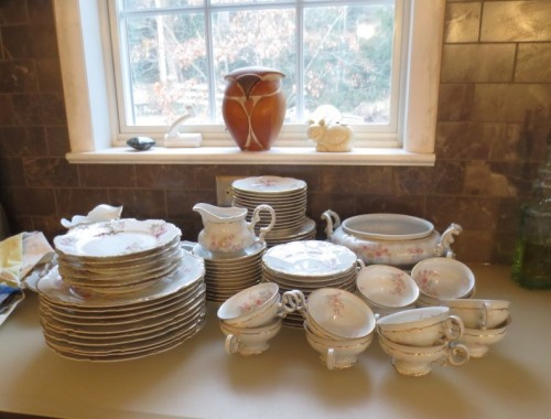 I know a beautiful young woman who would love this set of china.