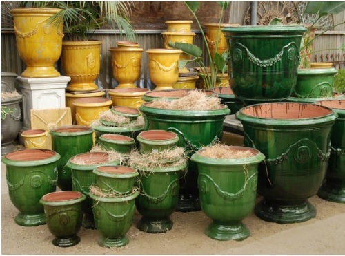 I would like the pots in either the honey color (in back) or green.