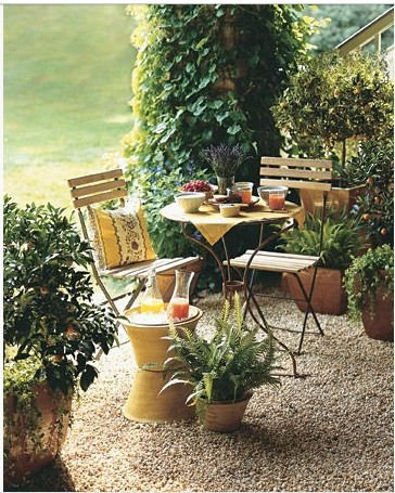 Love the ochre pots in this setting from Martha Stewart.