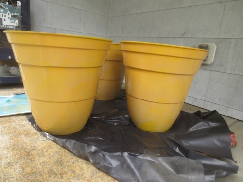 We are getting closer to the color of the Anduze traditional planters in the top photo.