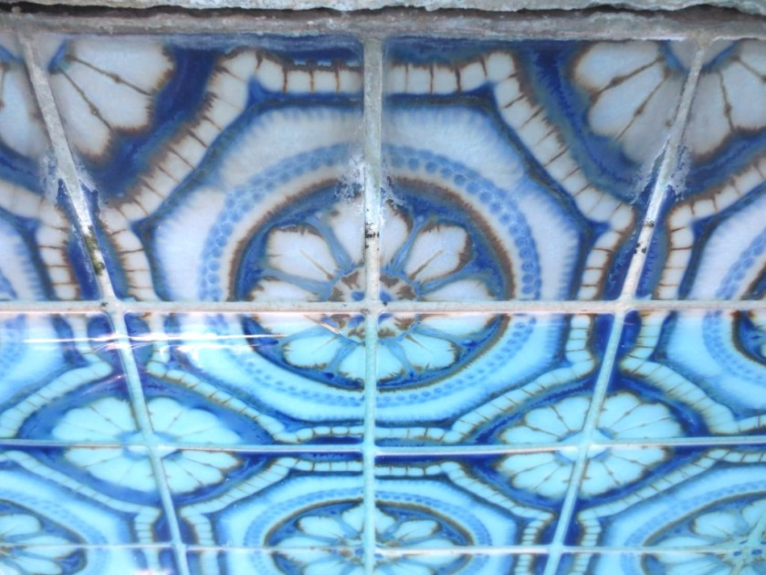 A close up of the pool tiles that border the top edge.