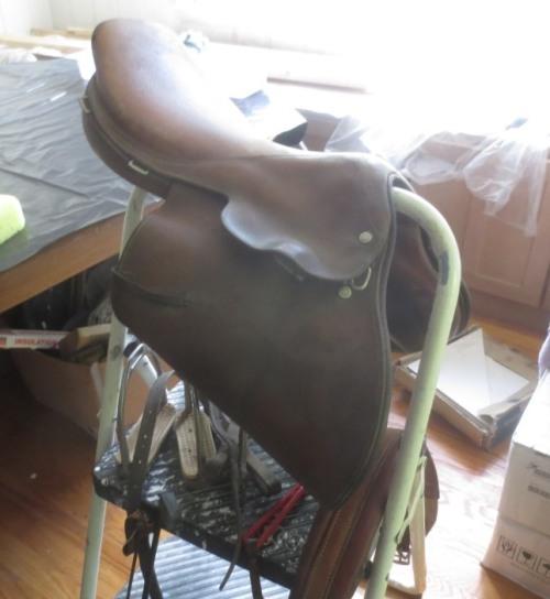 Close-contact saddle.
