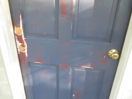 Before painting the door I washed it with soapy vinegar water to get off the old grime.
