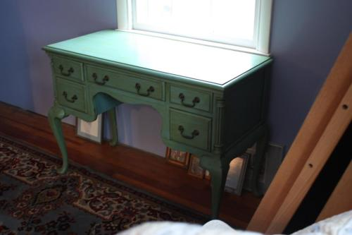 The edge of the dressing table has an ogee edge but it is wood, not stone.