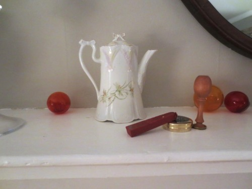 Is this an individual teapot or a single chocolate pot? Either way it's dainty and cute.
