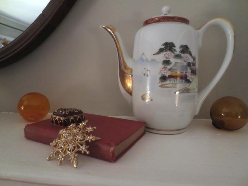 This Noritake teapot is also scrumptious.