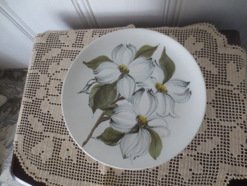 The dogwood plates add a touch of ochre (kitchen color) and green (conservatory color to the adjoining dining room.