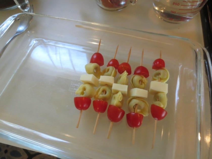 Tomato, tortellini, mozzarella, tortellini, tomato