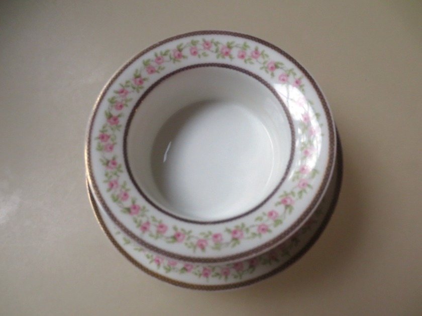 This little bowl (about 3 inches in diameter) has a matching plate.
