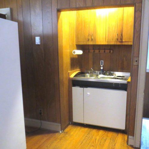 Apartment kitchen -- Before