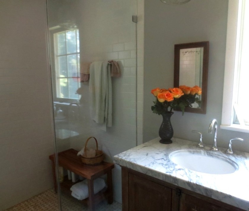 Roses in the master bathroom -- decadent.