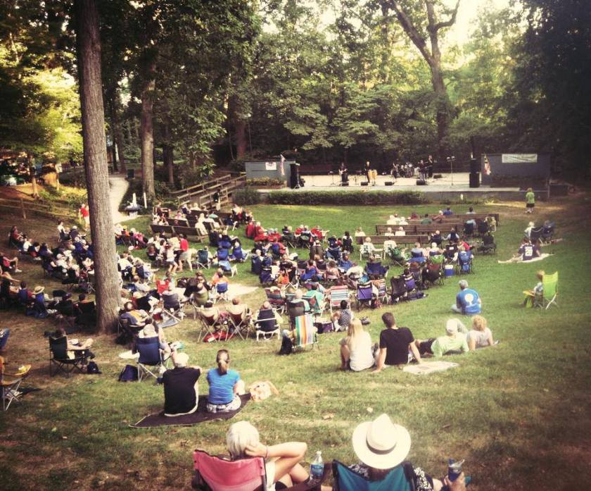 Lurman Woodland Theatre has free concerts on Saturday and Sunday nights in summer.