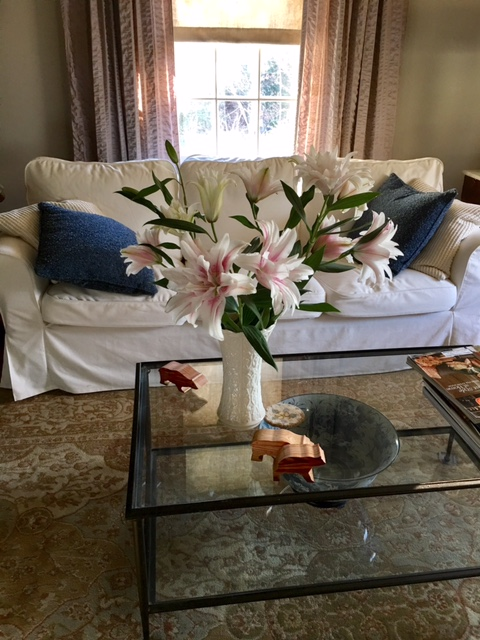 Fresh flowers always seem to spruce up a room.